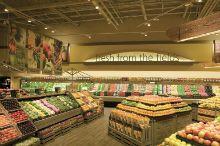 Supermarket Design | Produce Areas | Retail Design | Shop Interiors | Amalia;: crea un ambiente agradable por la iluminacion