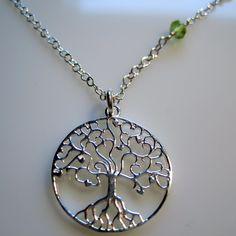 vedhæng Livets træ, kæde af sterlingsølv monteret med små facetslebne, grønne peridot