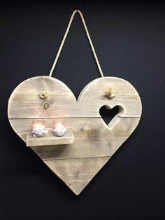 Heart of old scaffolding wood size stock item – woodworking – knutselen Barn Wood Crafts, Wooden Crafts, Diy Pallet Projects, Diy Wood Projects, Woodworking Wood, Woodworking Projects, Woodworking Classes, Pallet Art, Wood Creations