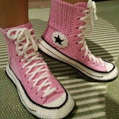 Free Knitting Pattern For Baby Tennis Shoes : 1000+ ideas about Crochet Converse on Pinterest Converse Slippers, Crocheti...