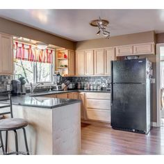 redheaded_re1950s #craftsman #duplex in #VanWA #forsale Lincoln Neighborhood Main house with 2,238 sq ft and second unit 1,738 sq ft PLUS full basement on both sides, partially finished. $620k Call to see now 360.904.8497 #kitchen