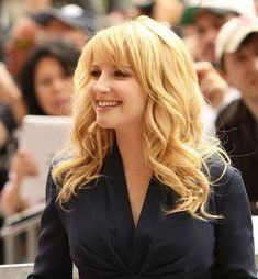 Melissa Rauch attends the ceremony honoring Jim Parsons with a Star on The Hollywood Walk of Fame held on March 2015 in Hollywood, California. Melissa Rauch, Wwe Female Wrestlers, Celebrity Faces, Flawless Beauty, Long Layered Hair, Cool Hair Color, Hair Colour, Hollywood Walk Of Fame, Beautiful Actresses