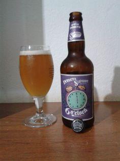 Cerveja 6 o'clock, estilo American IPA, produzida por Cervejaria Invicta, Brasil. 5.8% ABV de álcool.