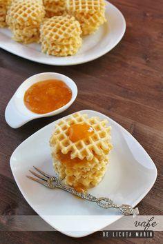 Mmm, pufoase si aromate! O gustare delicioasa pentru mic dejun, pranz sau cina :)              Ingrediente: 75 gr unt 2 oua 2...