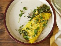 Eggs are the trusty assistant, often forgotten, when the harried meal provider runs out of planned menus, frozen meals or order-in money. Toronto cookbook author Christine Tizzard suggests making an … Omelette Recipe, Frozen Meals, Delicious Dinner Recipes, Meals For The Week, Pesto, Sprouts, Zucchini, Breakfast Recipes, Brunch