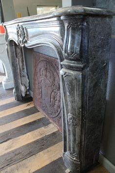 Ancienne cheminée en marbre gris
