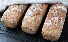 Halvgrovt brød - Oppskrift | Kvardagsmat.no Dough Recipe, Recipe Box, Omelette, Scones, My Recipes, Berries, Sandwiches, Good Food, Lunch