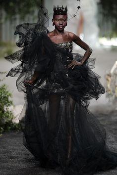 Christian Dior - Haute Couture 2005-2006 Fall/Winter