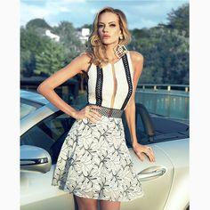 O mix de texturas desse 'dress' deu um toque ultra moderno a clássica combinação P&B.#reginasalomao #SummerVibesRS #SS17