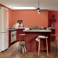 An orange paint for a trendy and sparkling cuisine rnrnSource by emizins Steak And Eggs, Cuisines Design, Culinary Arts, Balanced Diet, Eating Plans, Vegan Recipes Easy, Terracotta, Kitchen Remodel, Room Decor