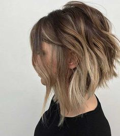 Short Wavy Hairstyles for Women with Style. Is it true that you are considering a short wavy hairstyle? Don't sweat it! We have excellent verification Inverted Hairstyles, Short Wavy Hairstyles For Women, Cute Bob Hairstyles, Short Layered Haircuts, Short Hair Cuts, Hairstyles 2018, Ethnic Hairstyles, Hairstyle Ideas, Up Dos