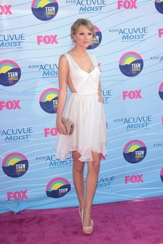 Taylor Swift made the heart sing, dressed in a pure white number and neutral peeptoes at the 2012 Teen Choice Awards Sunday, July 22, 2012. As always, she made sure the shutterbugs took special notice of her attire for the evening.