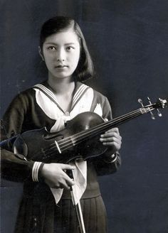 Japanese girl in sailer suit with violin. Japanese History, Japanese Beauty, Japanese Girl, Japanese School, Vintage Photography, Portrait Photography, Japanese Castle, Japanese Landscape, Ad Art