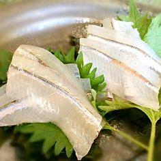 姿は美しいのに腹内が真っ黒なサヨリ、陰の魚なのでお祝いに使われることが有りませんが僕は大好きです。笑 - 111件のもぐもぐ - サヨリ刺し by hisoka7