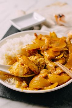 This takeout-style chicken curry uses only a handful of ingredients––many of which you probably already have in your pantry. Find out how to make it!
