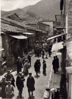 Area of Kalavryta by Fred Boissonnas is a town and a municipality in the mountainous east-central part of the regional unit of Achaea,Greece. The town is located on the right. Greece Pictures, Old Pictures, Old Photos, Vintage Photos, Greece People, National Geographic Images, Greek History, Frederic, As Time Goes By