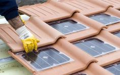 cheap green electricity from sunlight with solar roof tiles . - Wohnen Generate cheap green electricity from sunlight with solar roof tiles . - Wohnen - Generate cheap green electricity from sunlight with solar roof tiles . Solar Energy Panels, Solar Panels, Roof Panels, Tiny Homes, New Homes, Alternative Energie, Solar Roof Tiles, Sustainable Living, Sustainable Energy