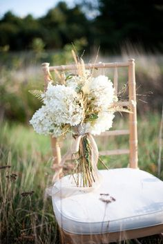 Beautiful Rustic Country Wedding Bouquet - perfect for those Shabby Chic / Lace & Burlap type weddings.