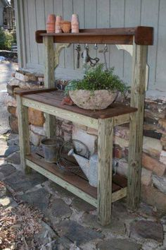 30 Simple And Rustic DIY Ideas For Your Backyard And Garden - Gardenholic Rustic Potting Benches, Outdoor Potting Bench, Potting Bench Plans, Wooden Garden Benches, Potting Tables, Rustic Backyard, Pallets Garden, Garden Work Benches, Raised Garden Beds