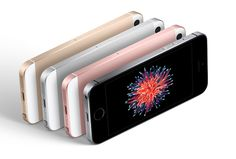 Apple iPhone SE or iPhone which one you should buy. Do you want to wait for the next iPhone Compare to find the right iPhone for you. Iphone Se, Hacks Iphone, Apple Iphone, New Iphone, Iphone Tricks, Ipad Pro, Private Shopping, Iphone Parts, Wholesale Cell Phones