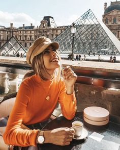 Fast 50 with The Chic Attitude's Valentina Marzullo - Damen Mode 2019 Foto Top, How To Pose, Photo Instagram, Bio Instagram, Paris Travel, The Chic, Mode Inspiration, Fashion Inspiration, Belle Photo