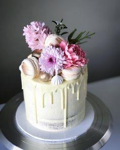 Bake the world a better place 🌎❤️ . . . . . . . . . . . #thedessertjar #tdjexpresscake #act #canberra #cake #cakecake #cakecakecake #sweet…