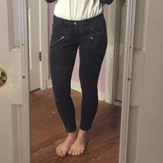 """MADEWELL SKINNY SKINNY JEANS Washed black color, looks closest to the """"lunar"""" wash on madewell.com, which is grey/black color. All pockets are zipper, including back pockets. Slight cropped at 25.5"""" inseam. Size 8 = 28/29 in other denim. 95% cotton, 5% spandex. Madewell Jeans Skinny"""
