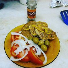 Fechando mais um #jejum de 20 horas. É te propósito? NÃO! É natural. Só como quando tenho #fome e somente até a #saciedade Já tiro energia da #gordura consigo me manter saciada por mais tempo. Se eu estivesse priorizando o #carboidrato provavelmente já teria acordado pensando em comida. Eu tenho hiperinsulinismo (resistência a insulina) por isso nesse meu processo de #cura através da #alimentação eu consumo de 20g a 30g de carbos por dia. Ñ me privo somente opto por ñ consumir glúten (nenhum…