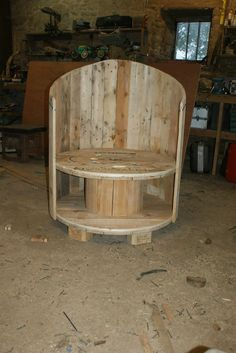 Recycled cable drum, pallet wood and casters to make this chair. I just need to add some cushions.     #CableDrum, #PalletChair, #RecyclingWoodPallets