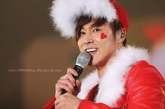 <3 Also LOVE this one the most too of Santa-Yunho. ;)