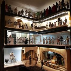 Collection and some diorama of Star Wars action figures. Decoration Star Wars, Star Wars Decor, Star Wars Art, Star Wars Gifts, Star Wars Toys, Lego Star Wars, Star Wars Zimmer, Star Wars Bedroom, Batman Bedroom