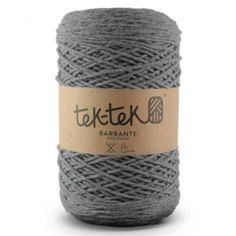 Muis grijs ca 300 gram en ca 300 meter stevig maar flexibel haakkatoen. Perfect voor woon accessoires en knuffels.
