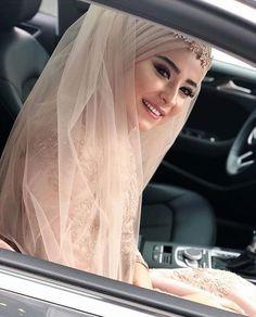 Muslimah Wedding Dress, Hijab Style Dress, Disney Wedding Dresses, Muslim Brides, Pakistani Wedding Dresses, Muslim Girls, Bridal Dresses, Wedding Hijab Styles, Hijab Stile