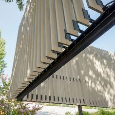 Quiebravistas Meteon en Hotel Courtyard y Spa One&Only de Trespa Detail Architecture, Brick Architecture, Building Skin, Building Facade, Facade Design, Exterior Design, Shading Device, Passive Design, Solar Shades