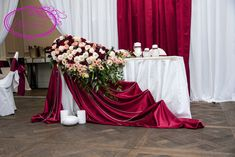 Red And White Wedding Decorations, Red And White Weddings, Wedding Stage Decorations, Burgundy Wedding, Red Wedding, Wedding Table, Wedding Colors, Decoration Evenementielle, Cake Table Decorations