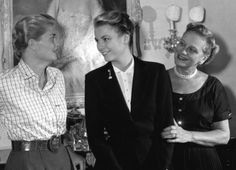 Grace Kelly with her mother, Margaret, and sister, Lizanne (Oct. 17, 1954).