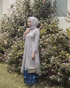 63 ideas for diy fashion tops inspiration Kebaya Muslim, Kebaya Modern Hijab, Kebaya Hijab, Kebaya Brokat, Kebaya Lace, Batik Kebaya, Kebaya Dress, Fashion Show Dresses, Fashion Outfits