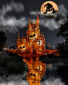 Who else cant Cait for Fall/Halloween at Walt Disney World? Mickeys Not So Scary Halloween Party and Food and Wine Festival! Halloween Wallpaper Iphone, Cute Disney Wallpaper, Fall Wallpaper, Halloween Backgrounds, Iphone Wallpaper, Fun Halloween Crafts, First Halloween, Spooky Halloween, Halloween Party