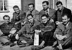Ángel González, Blas de Otero, José Agustín Goytisolo, José Ángel Valente, Jaime Gil de Biedma, Carlos Barral, José Manuel Caballero Bonald y Alfonso Costafreda rinden homenaje a Antonio Machado en el 20 aniversario de su muerte.