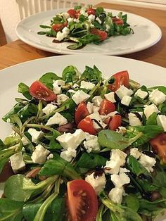 Feldsalat und Schafskäse mit Himbeerdressing Corn salad and sheep cheese with raspberry dressing Healthy Recipes For Diabetics, Healthy Meals For Two, Healthy Crockpot Recipes, Healthy Salad Recipes, Beef Recipes, Vegetarian Recipes, Shake Recipes, Sheep Cheese, Be Light