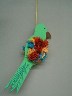 pompom parrot - no link Animal Crafts For Kids, Animal Projects, Craft Activities For Kids, Diy For Kids, Bird Crafts, Fun Crafts, Paper Crafts, Easy Arts And Crafts, How To Make Toys