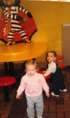 This great photo posted by Pam Cameli Vittori, from the 1987 McDonald's playland in Matteson, Illinois, features a Hamburglar wall decor piece and original McDonald's restaurant tables and stools! 80s Ads, 1980s, Great Photos, Old Photos, Restaurant Tables, 4th Of July Party, Grandmothers, The Good Old Days