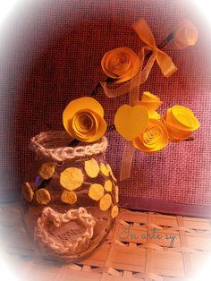 Vasetto decorato con motivi gialli e rametto di rose di carta❤ In Arte Sy❤
