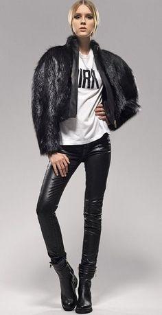 Deja a un lado esa mujer tierna y femenina y saca tu lado oscuro con estilo y algo de misterio. Con las prendas metálicas en chaquetas, blusas y mini faldas puedes darle a tu look un aire rockero y conquistar a cuanto chico pase por tu camino. http://www.liniofashion.com.co/linio_fashion/ropa-para-mujeres?utm_source=pinterest&utm_medium=socialmedia&utm_campaign=COL_pinterest___fashionropamujeres_20140326_08&wt_sm=co.socialmedia.pinterest.COL_timeline_____fashion_20140326ropamujeres.-.fashion
