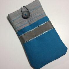 Pochette pour téléphone portable en coton bleu turquoise et gris, housse téléphone , étui téléphone en coton bleu turquoise  : Etuis portables par sepia Coque Ipad, Bleu Turquoise, Coin Purse, Etsy, Wallet, Boutique, Vintage, Gray, Cell Phone Pouch