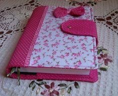 capa para livros em tecido de tricoline, estruturada com manta r2. medidas: 23/36 aberta.