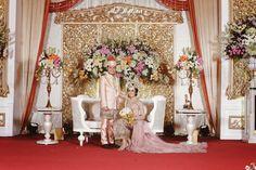 Mitos bahwa pernikahan harus dipersiapkan lebih dari 6 bulan tidak berlaku pada pasangan ini! Yuk baca Pernikahan Sunda Modern ala pasangan ini!