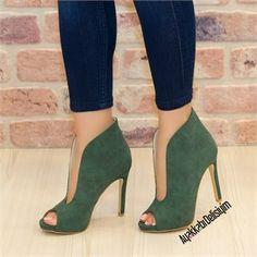 Yazlık bootie ayakkabı modelleri yarattığı asil duruş ile çok konuşulacak. İnce topuklu ayakkabı, yeşil topuklu ayakkabı