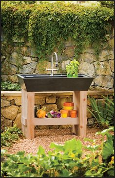 Contemporary look potting bench