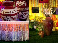 A festa baiana está repleta de palmas brancas em grandes vasos de cerâmica